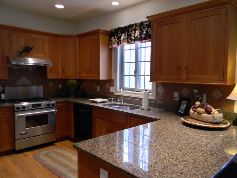 Beautiful kitchen with granite, recessed lighting