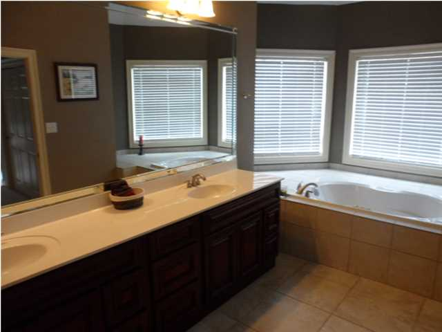 Master Bath: Double Vanities & Whirlpool Tub